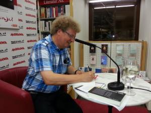 Hermann Bauer bei einer Lesung