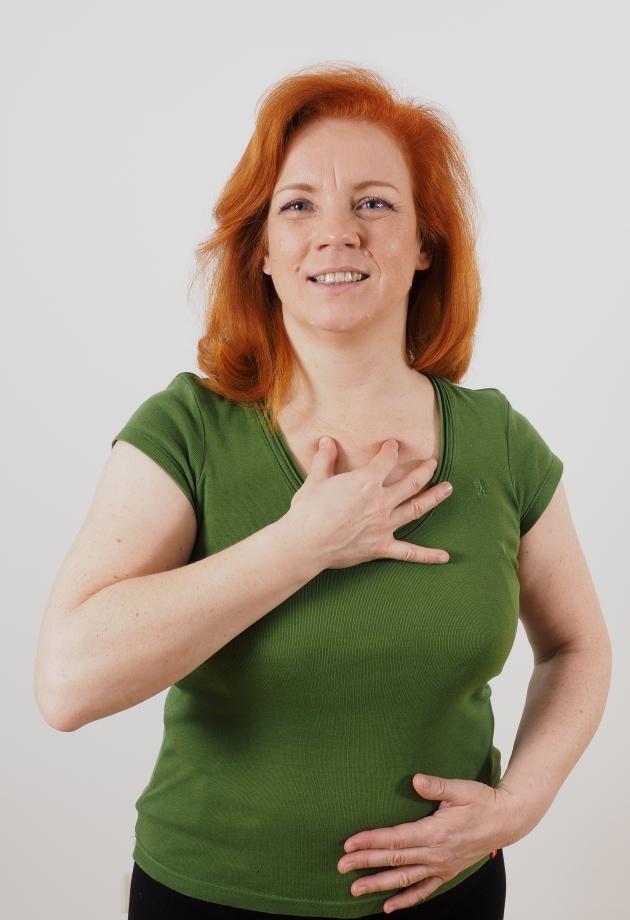 Die Erhöhung der Brust ist es wo besser, den Anschnitt zu machen